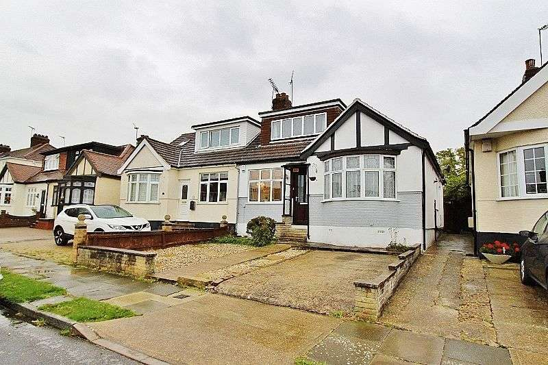 3 Bedrooms Semi Detached House for sale in Hillfoot Avenue, Romford