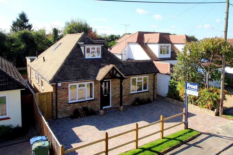 4 Bedrooms Chalet House for sale in Howard Road, Seer Green, HP9