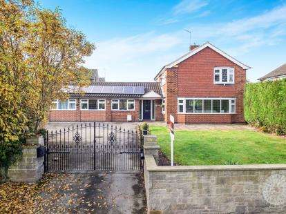 4 Bedrooms Detached House for sale in Bramcote Lane, Beeston, Chilwell, Nottingham