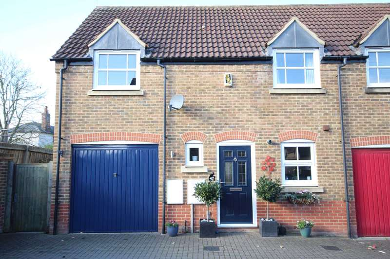 3 Bedrooms Semi Detached House for sale in Chelsea Road, Fairford Leys