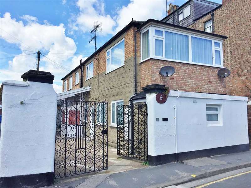 4 Bedrooms House for sale in South Crescent Road, Filey