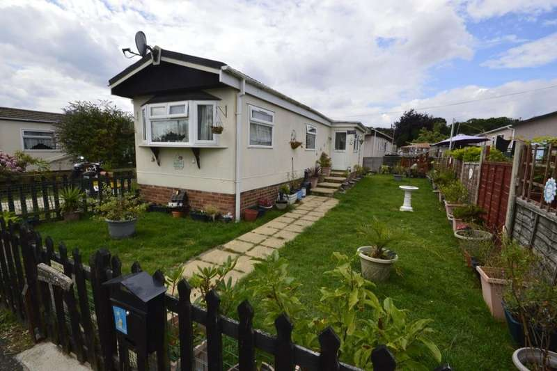 2 Bedrooms Detached Bungalow for sale in Hoo Marina Park Vicarage Lane, Hoo, Rochester, ME3