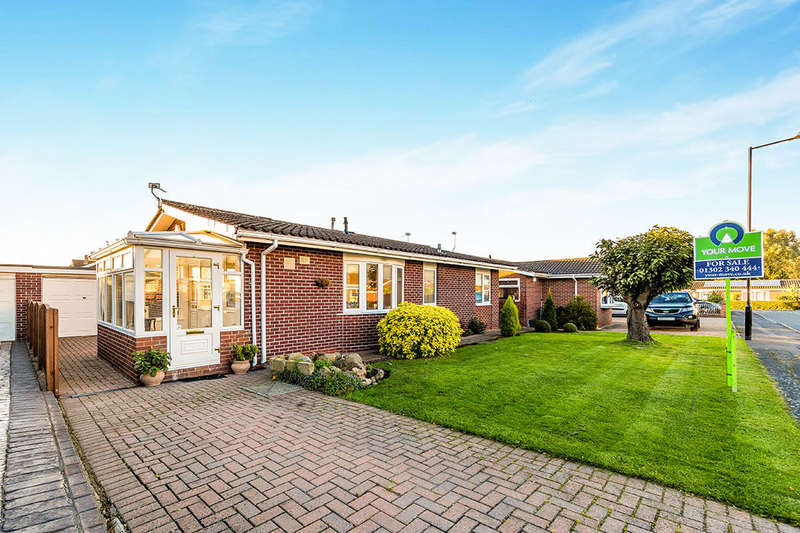 3 Bedrooms Detached Bungalow for sale in St. Michaels Avenue, Rossington, Doncaster, DN11