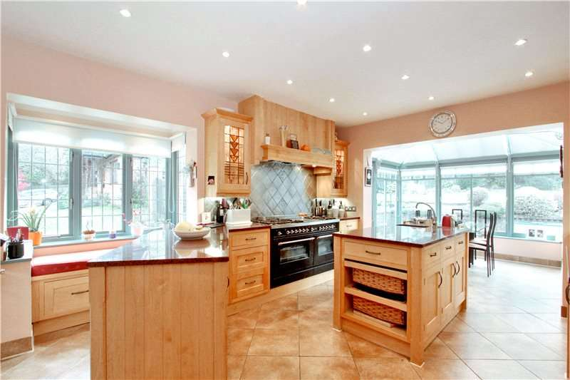 5 Bedrooms Detached House for sale in Lambardes Close, Pratts Bottom, Orpington, BR6