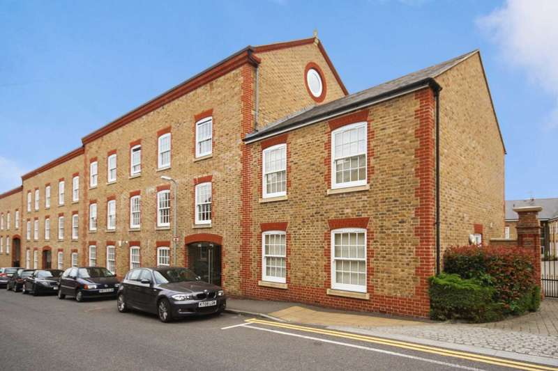 1 Bedroom Apartment Flat for sale in Clunbury Court, Berkhamsted