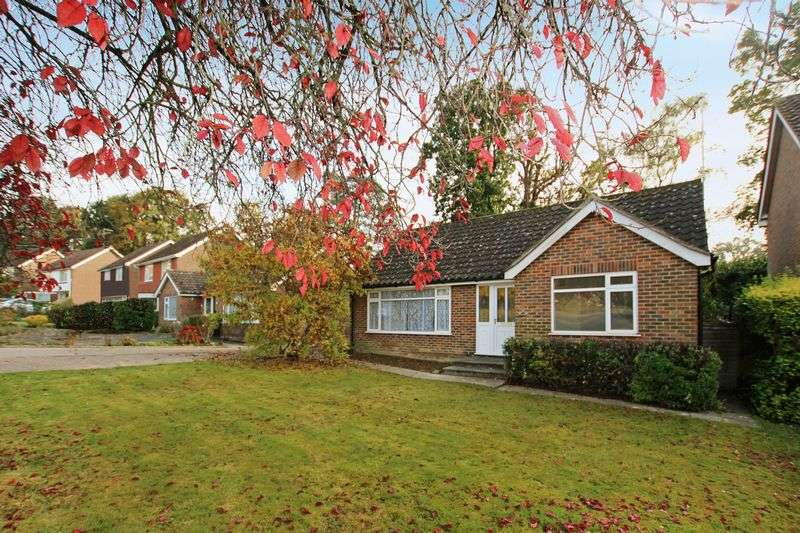 2 Bedrooms Detached Bungalow for sale in Savill Road, Lindfield