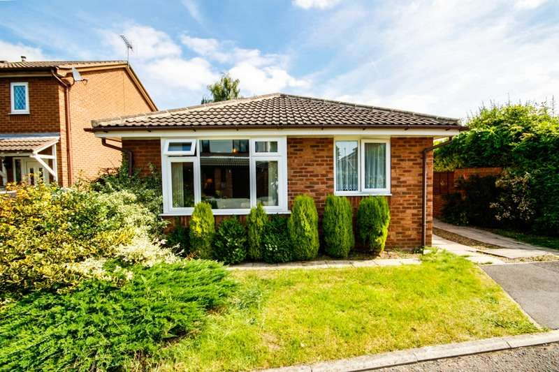 2 Bedrooms Bungalow for sale in Langdale Drive, Normanton, West Yorkshire, WF6