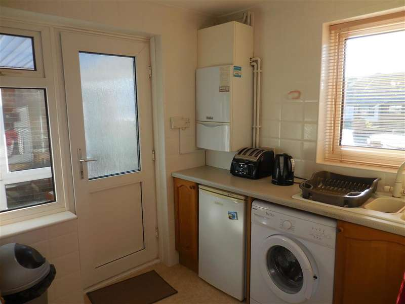 2 Bedrooms Semi Detached Bungalow for sale in Quantock Close, Worthing, West Sussex