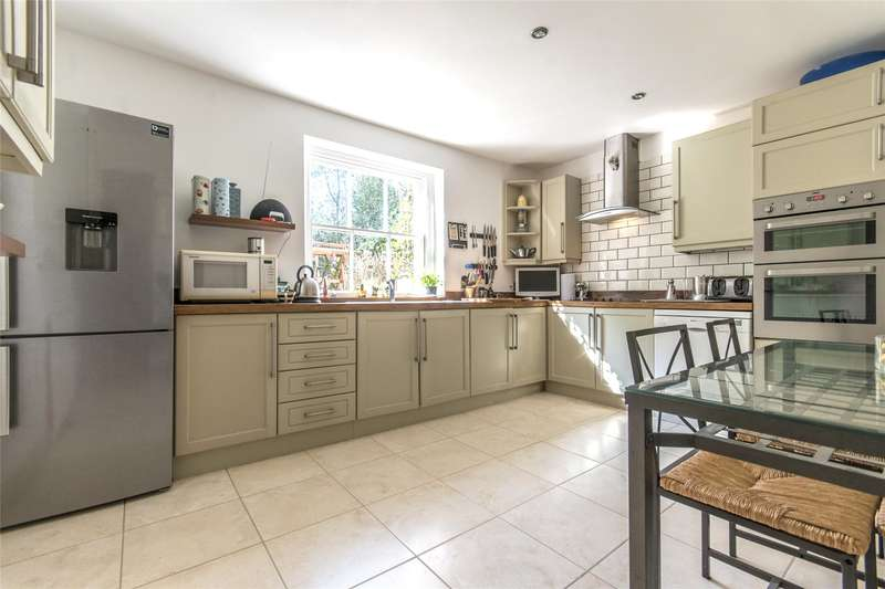 3 Bedrooms Flat for sale in Sandgate, Portsmouth Road, Esher, Surrey, KT10