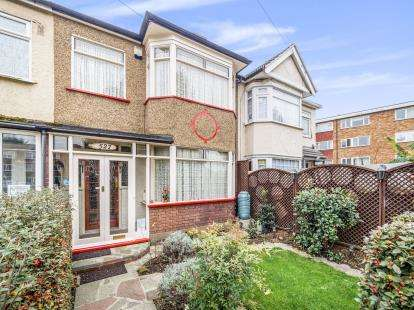 3 Bedrooms Terraced House for sale in Rush Green, Romford, Essex