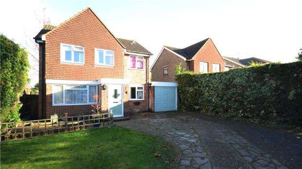 4 Bedrooms Detached House for sale in Badshot Park, Badshot Lea, Farnham