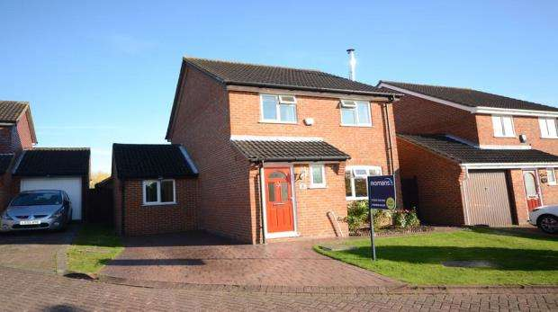 4 Bedrooms Detached House for sale in Regiment Close, Farnborough, Hampshire