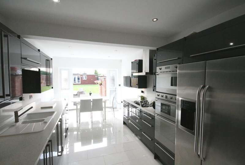 3 Bedrooms Semi Detached House for sale in Marshside Road, Churchtown, Southport, PR9 9TJ