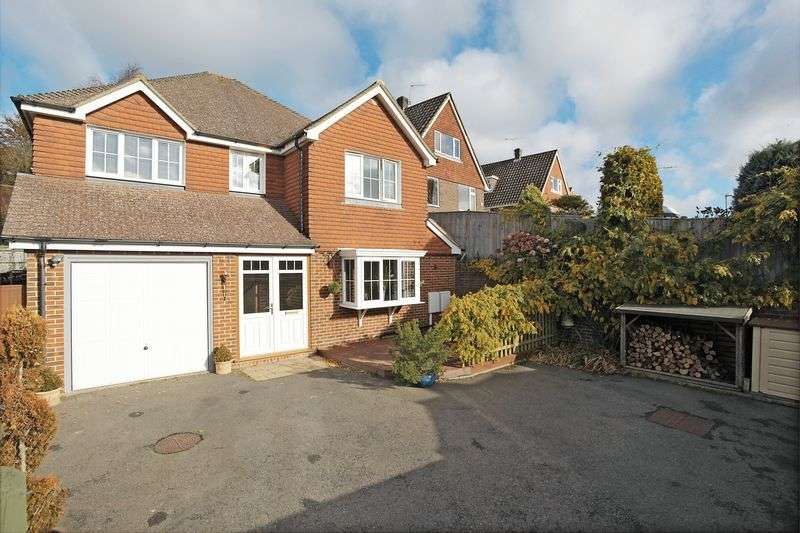 4 Bedrooms Detached House for sale in Butler Close, Crowborough, East Sussex