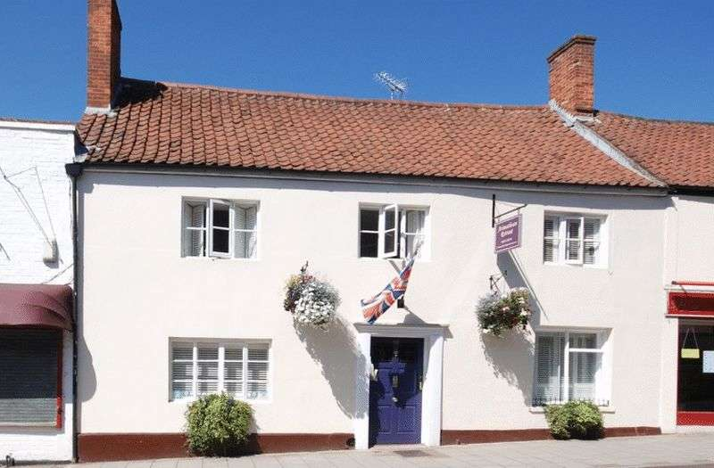 6 Bedrooms House for sale in GLASTONBURY High Street.
