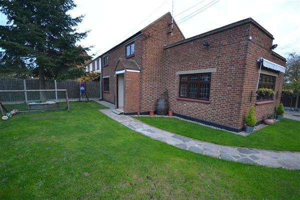 3 Bedrooms Semi Detached House for sale in Linford Road, Chadwell St Mary