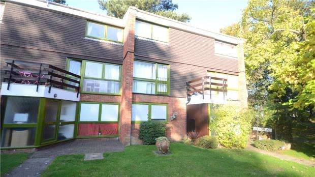 2 Bedrooms Maisonette Flat for sale in West Fryerne, Parkside Road, Reading