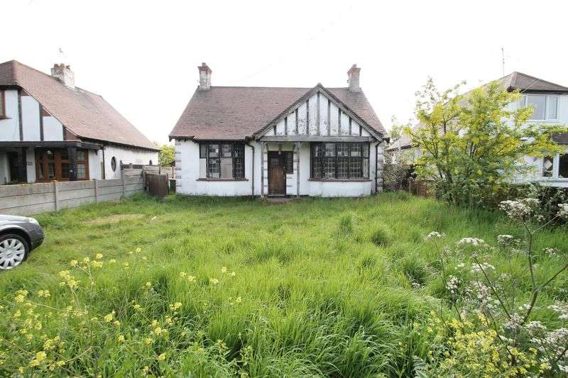 2 Bedrooms Detached Bungalow for sale in Southend Road, Rochford