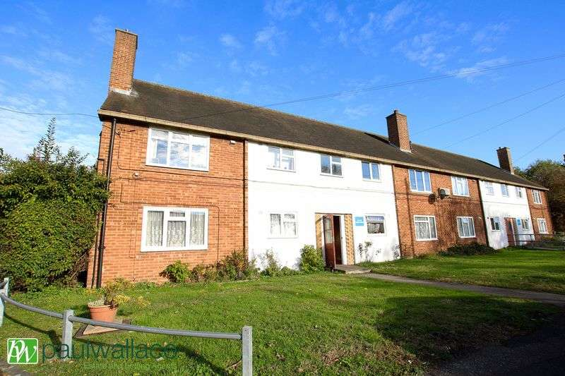 2 Bedrooms Flat for sale in Shaw Close, West Cheshunt