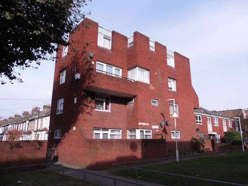 2 Bedrooms Flat for sale in Ground floor flat with GARDEN for sale 290,000