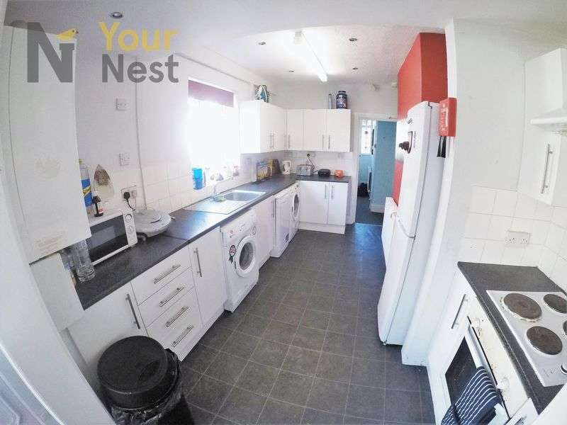 5 Bedrooms Semi Detached House for rent in St Annes Road, Headingley, LS6 3NZ