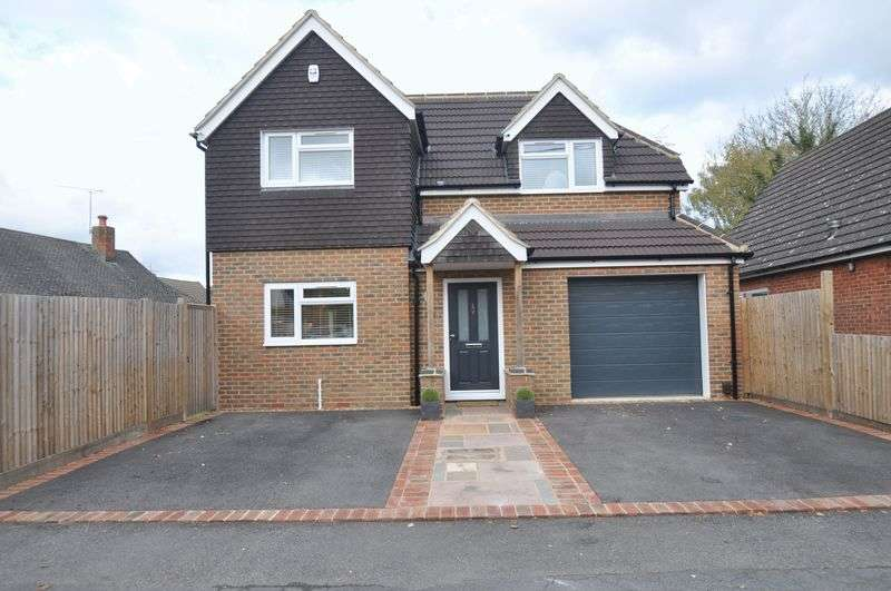 3 Bedrooms Detached House for sale in Holly Road, Farnborough