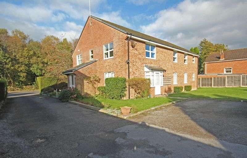 2 Bedrooms Flat for sale in Station Road, Fordingbridge