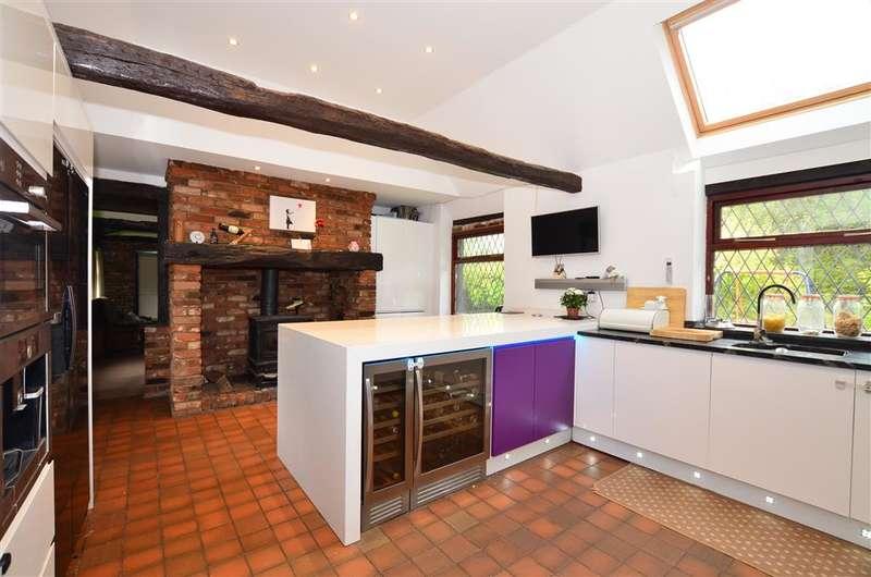 4 Bedrooms Detached House for sale in Sandyhurst Lane, Ashford, Kent