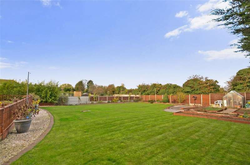 2 Bedrooms Detached Bungalow for sale in Foxgrove Road, Whitstable, Kent