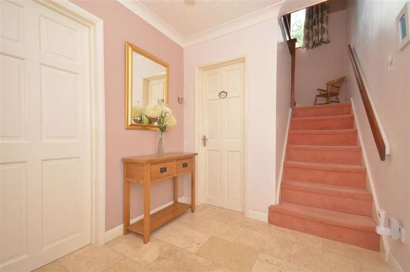 4 Bedrooms Detached House for sale in Timberlane, Purbrook, Waterlooville, Hampshire