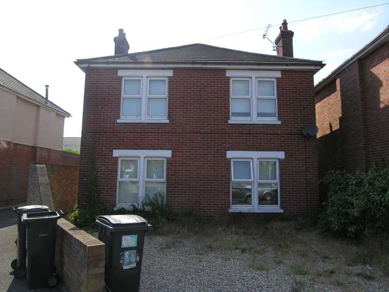 6 Bedrooms House for rent in 6 bedroom Detached House in Ensbury Park
