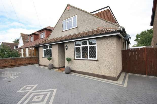 5 Bedrooms Detached House for sale in Staines Road West, Ashford, Surrey