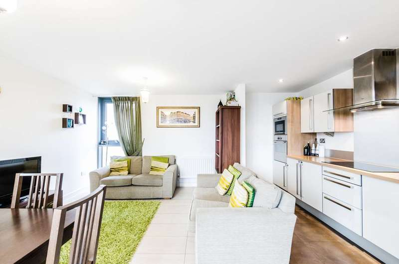 2 Bedrooms Flat for sale in Proton Tower, Canary Wharf, E14