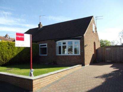 2 Bedrooms Bungalow for sale in Doctors Lane, Hutton Rudby, North Yorkshire