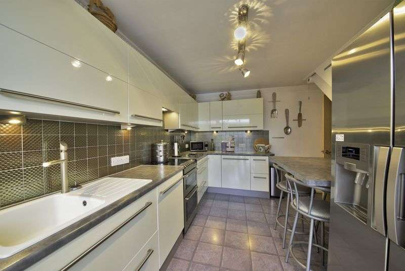 4 Bedrooms Semi Detached Bungalow for sale in Ashfield Close, Lymm
