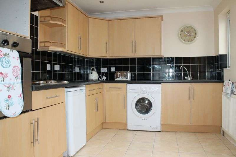 2 Bedrooms Terraced House for sale in Bradley Road, Enfield