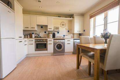 2 Bedrooms Flat for sale in Hayle, Cornwall