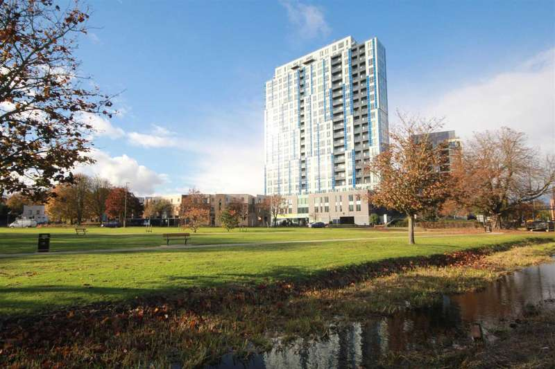1 Bedroom Apartment Flat for sale in SUPERBLY PRESENTED 1 BED 15th floor apartment WITH ALLOCATED PARKING SPACE