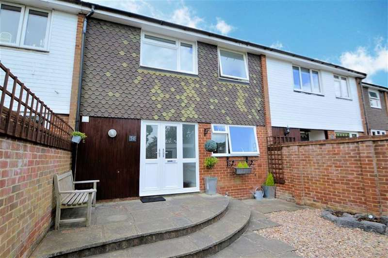 3 Bedrooms Property for sale in Station Road, Carrisbrook Close, Epping