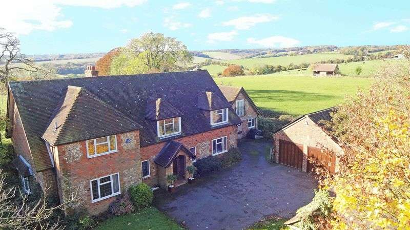 5 Bedrooms Detached House for sale in Bledlow Ridge Village, Chiltern Hills