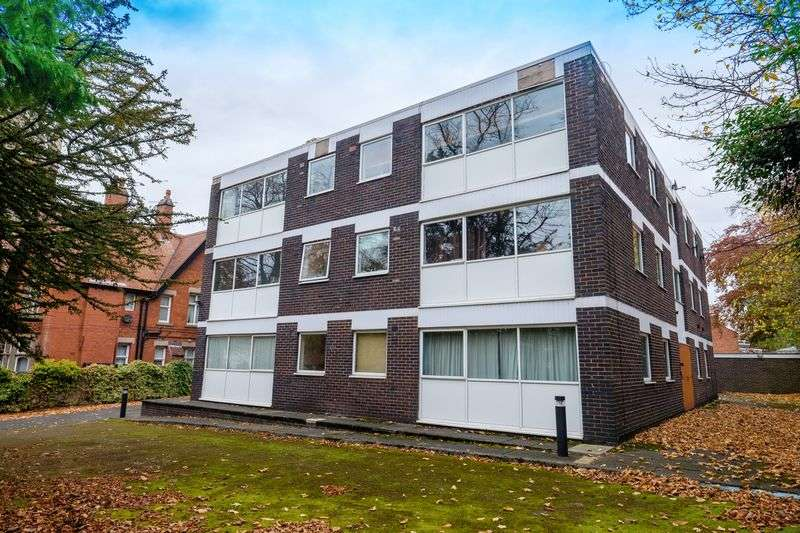 2 Bedrooms Flat for sale in The Cedars, Tettenhall Road, Wolverhampton