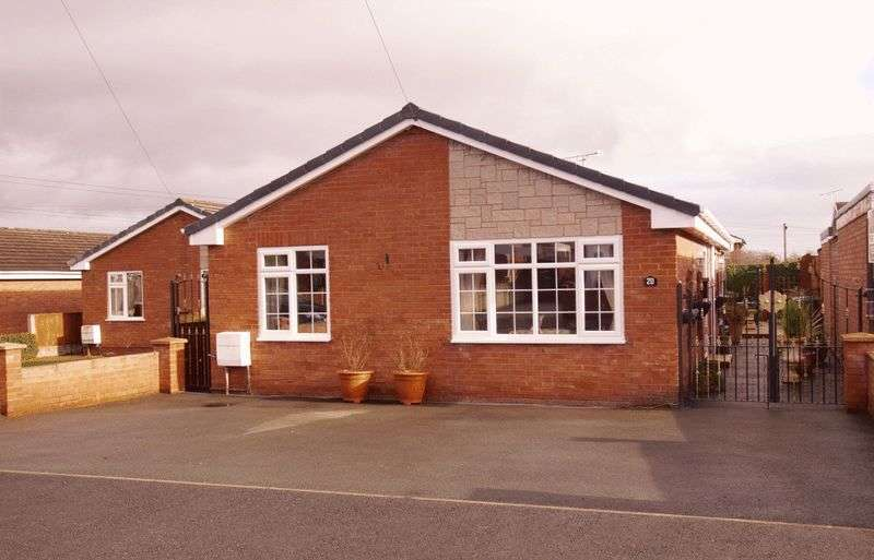 2 Bedrooms Detached Bungalow for sale in Y Fron, Wrexham