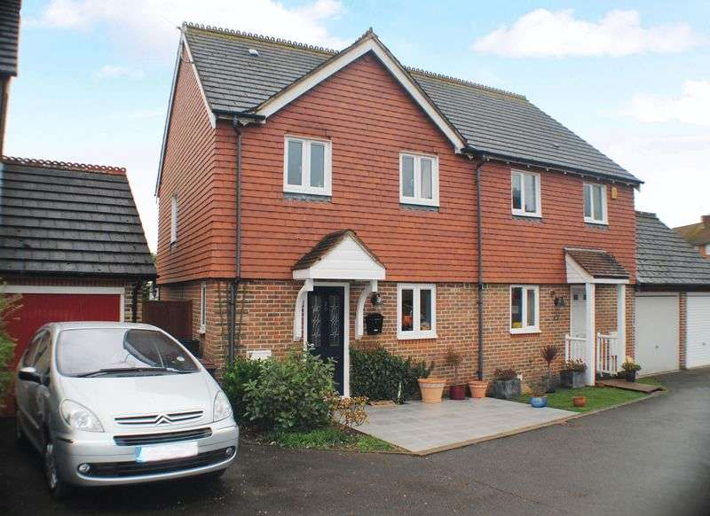3 Bedrooms Semi Detached House for sale in Hughes Way, Uckfield