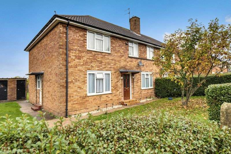 2 Bedrooms Flat for sale in Cotswold Avenue, Bushey. WD23 4QH