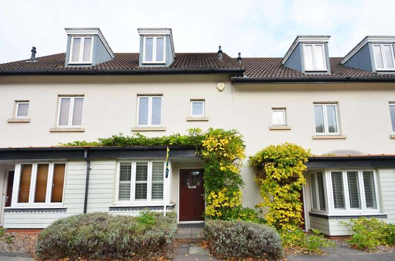 3 Bedrooms House for sale in Macdowall Road, Guildford, GU2