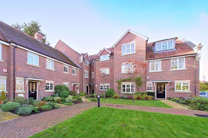 2 Bedrooms Flat for sale in St. Bartholomews Close, Chichester, PO19
