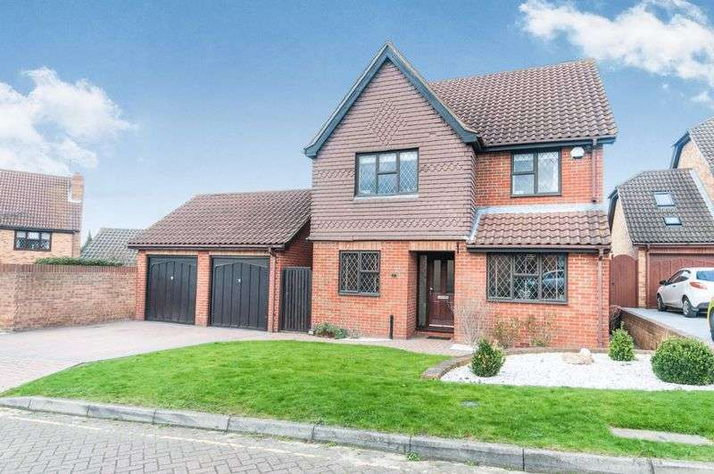 4 Bedrooms Detached House for sale in Beaton Close, Greenhithe