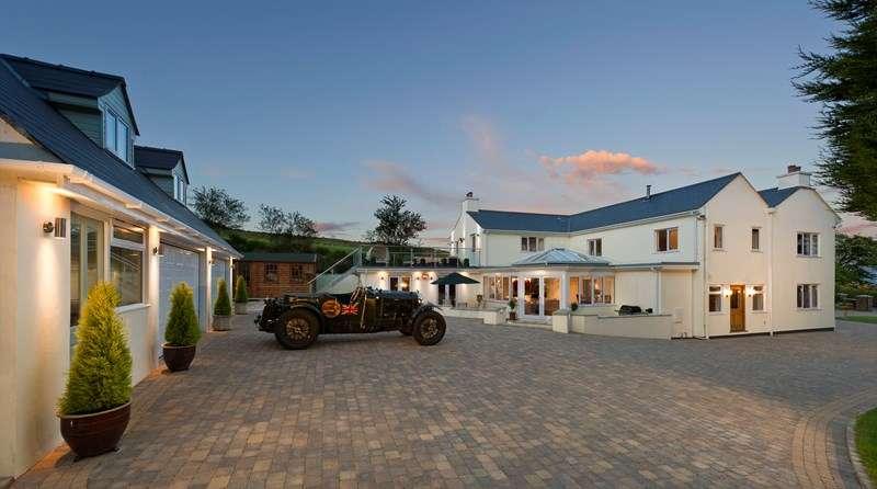6 Bedrooms Detached House for sale in Yn Rheash, Corlea Road, Malew, IM9 3BA