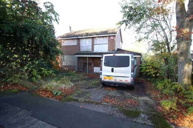 3 Bedrooms Detached House for sale in Chale Green, Bolton, Greater Manchester, BL2 3NJ