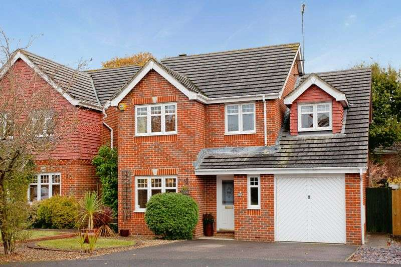 4 Bedrooms Detached House for sale in Foxglove Close, Burgess Hill